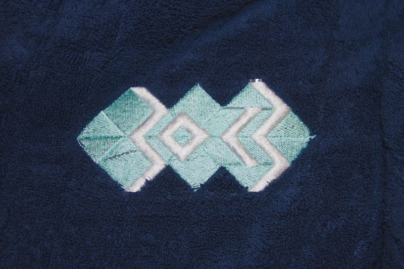Datei:Embroidery-towel-font.jpg